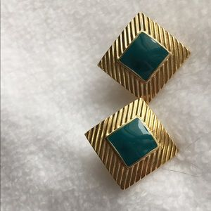 BLUE GREEN AND GOLD TONE PIERCED POST EARRINGS.